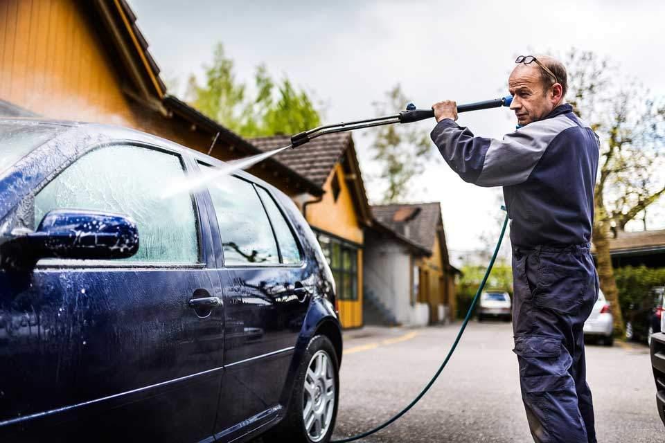 Carrosserie Brandenberg Pflegetipps fuer den Sommer Aussenreinigung
